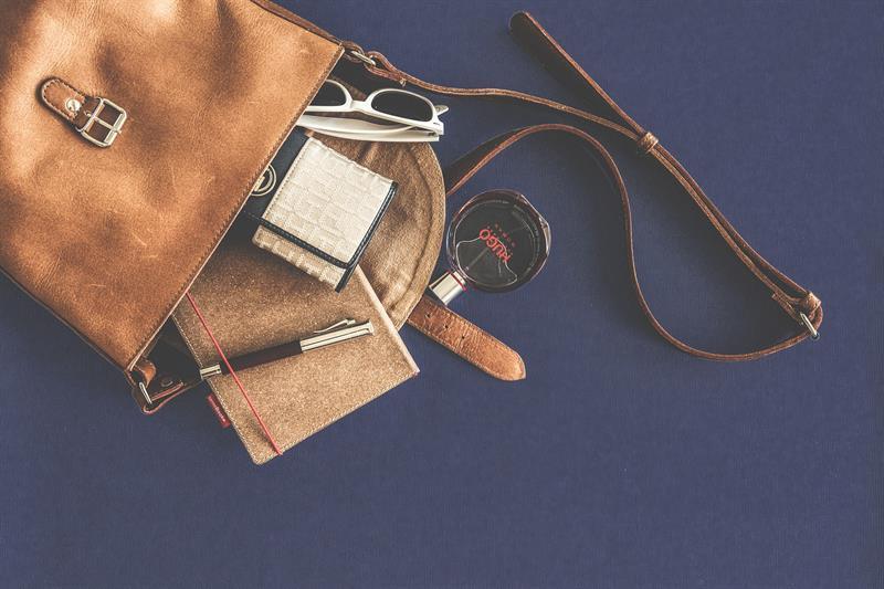 """A """"női táska rejtelmei"""" - te miket cipelsz magaddal nap mint nap? (Felidéző)"""
