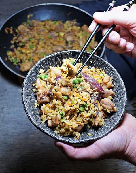 Egészséges kínai kaja otthon: csirkés-zöldséges pirított bulgur