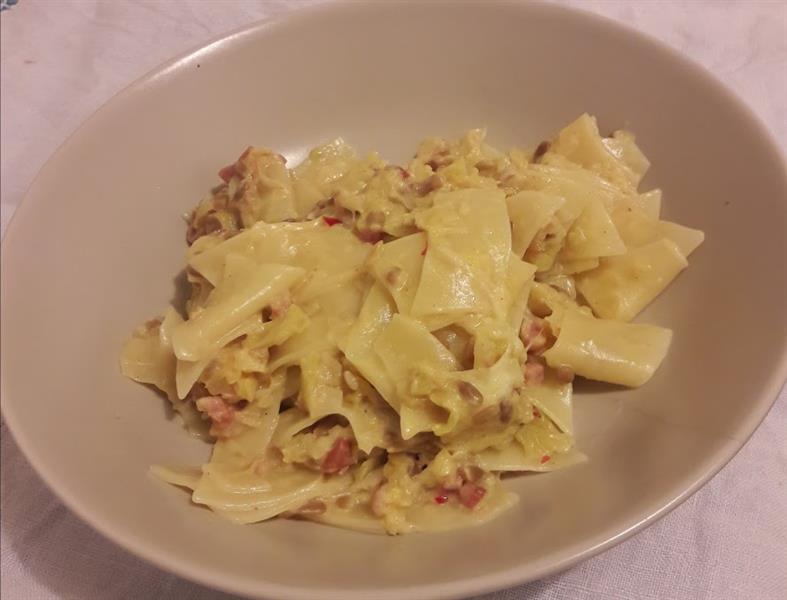 Káposztás tészta deluxe - szotyival, tejszínnel és mozzarellával