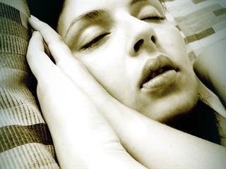 A rendszertelen alvás rákot okoz?