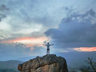Az este verse - Siegfried Sassoon: A hatalom és a dicsőség