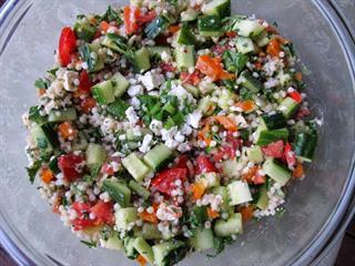 Egészséges, laktató és különleges – 10 perces kuszkuszos görög saláta
