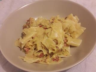 Káposztás tészta deluxe - szotyival, tejszínnel és mozzarellával (Felidéző)