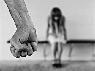 Miért nézzük tétlenül, ha valakit bántalmaznak?