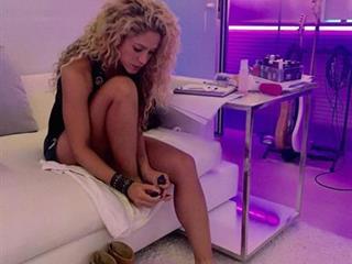 Reggeli hűha: Shakira felnőtt játékszere, kukirúzs és vágykeltő parfüm (Felidéző)