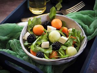 Sárgadinnyés nyári saláta