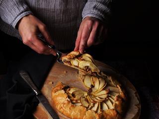 Vasárnapi exkluzív: kéksajtos, karamellizált hagymás, almás galette