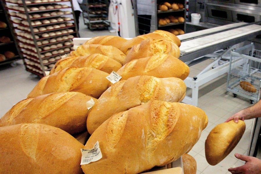 A magyar pékségben készült kenyérre címke kerül, mert előírás (Fotó: Béli Balázs)