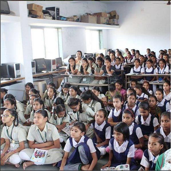 Menstruációs felvilágosítás egy indiai iskolában (forrás: menstrupedia.com)